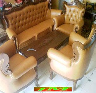 Sofa Romawi Cengkeh