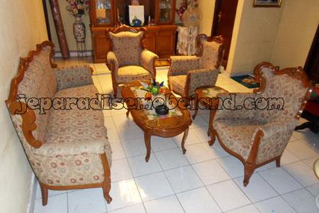 Sofa Romawi Selendang