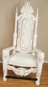 Kursi Raja Cat Putih