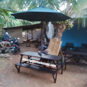 Meja Bangko Outdoor Kayu Plus Payung